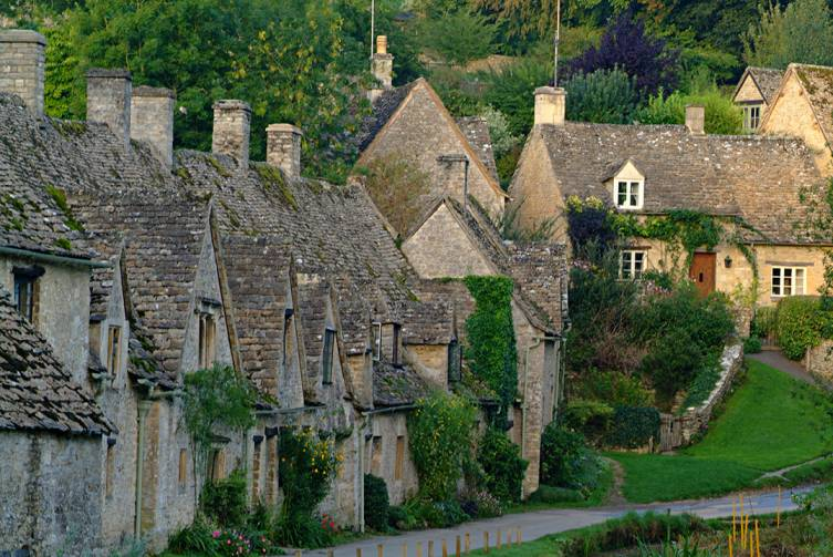 Cotswold Bibury (©VisitBritain-Tony Pleavin)