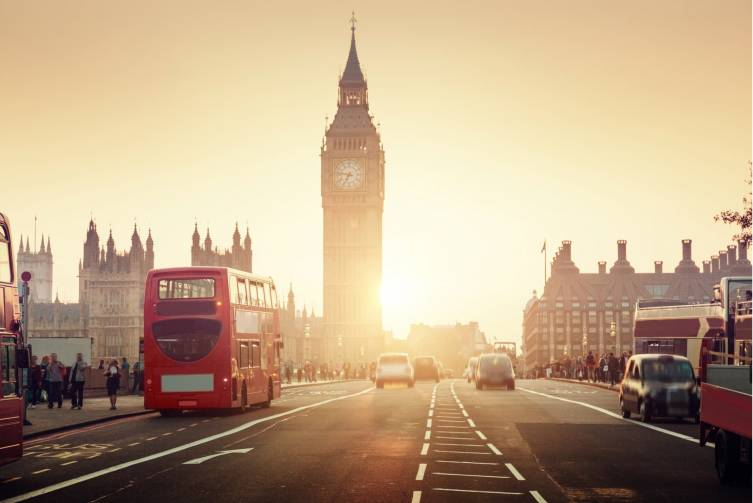 Idealtours_England_London_Westminster Bridge in Abendstimmung_shutterstock_362072633.jpeg