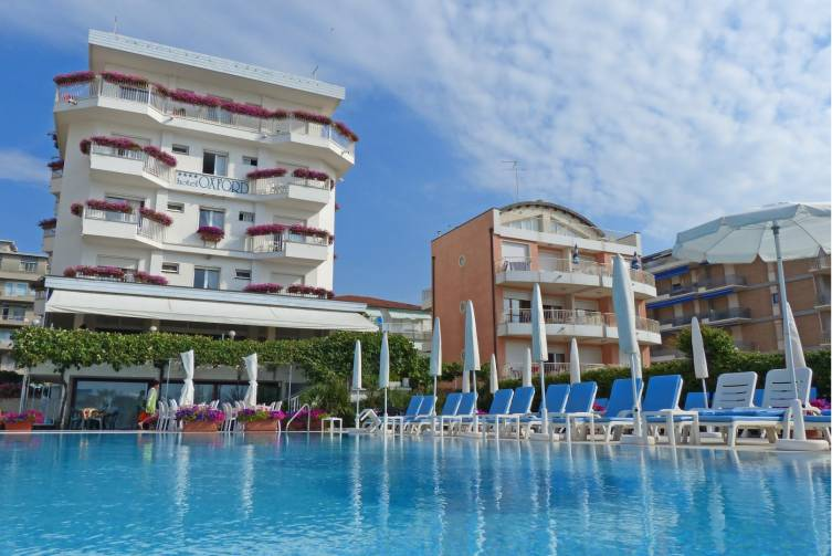 Idealtours_Jesolo_Hotel Oxford_Hotel & Pool.jpeg